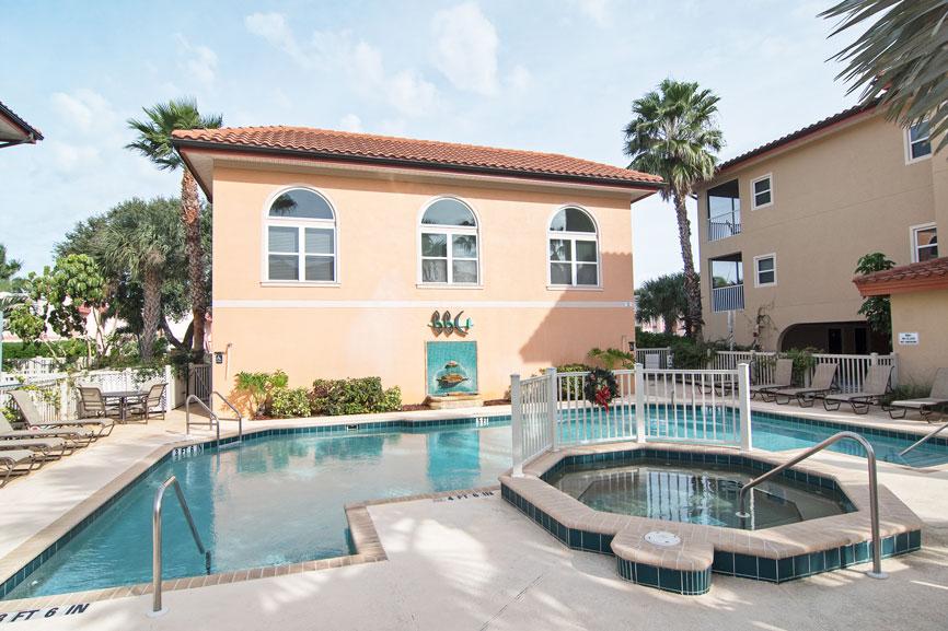 A Paradise Rentals | Bradenton Beach Club 228