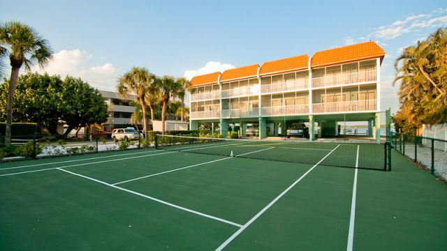 Complex Tennis courts- Love Set Match