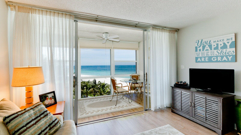 Living room of Anna Maria Island beachfront rental