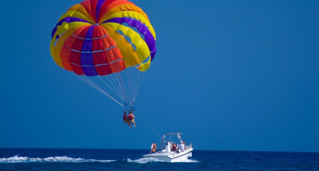 parasailing boat and parasailers passengers